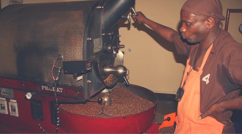 Nun wird der Kaffee geröstet