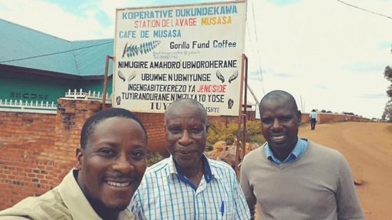 Unser Co-Founder Allan mit Minani, dem Präsidenten der Dukunde Kawa-Kaffeekooperative
