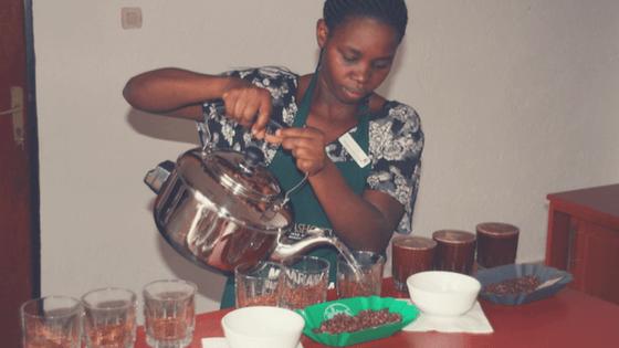 Eugenie, Quality Control der Dukunde Kawa-Kaffeekooperative